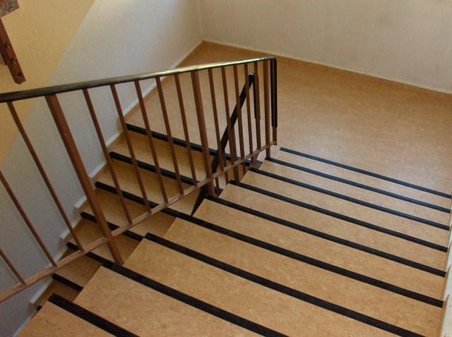 Linoleumverlegung Treppenhaus